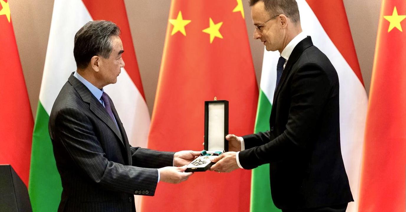 Szijjártó Kínának hálálkodik, Astrát adunk Szlovéniának