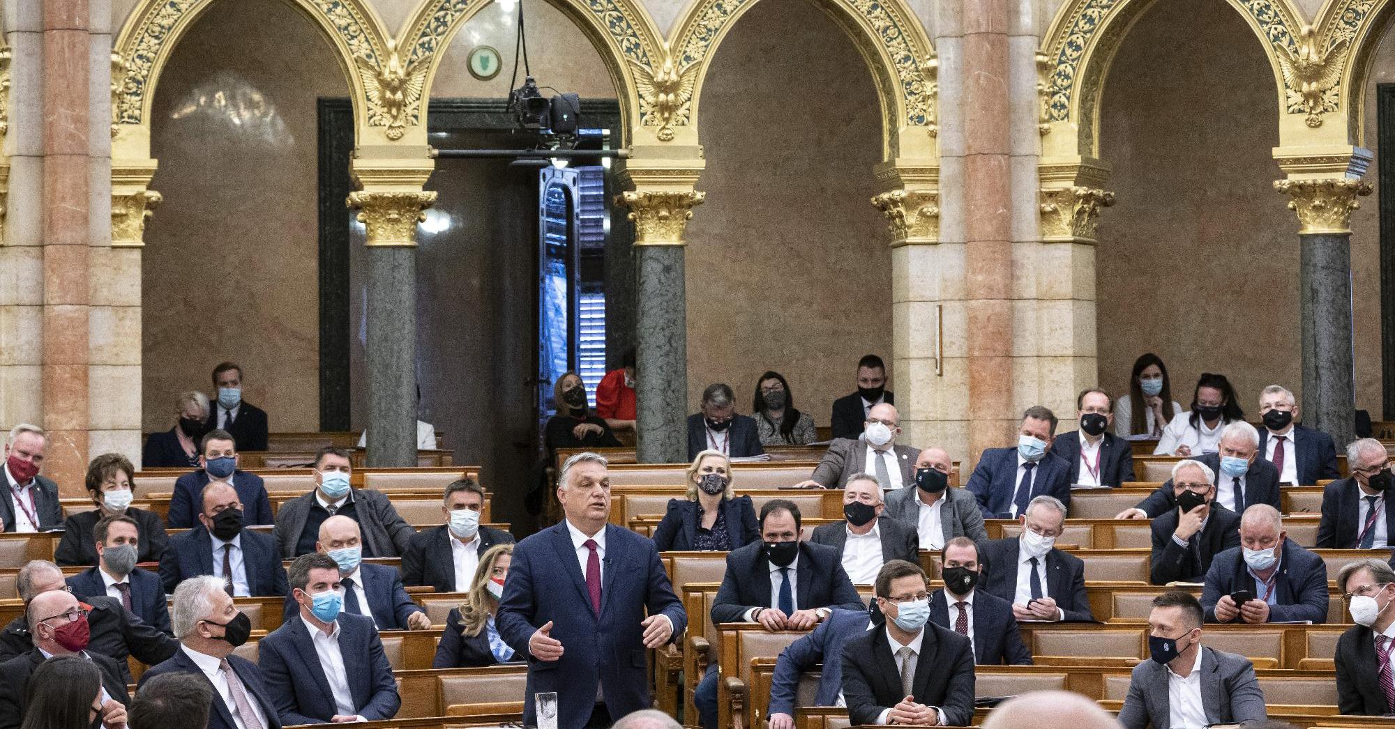 Aggódik az EU, a magyar kormány egyetemi alapítványokba tolhat 1200 milliárdnyi uniós pénzt