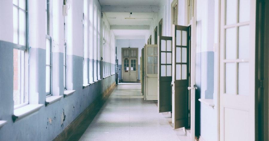 Budaörs: saját gyereke iskoláját támadta a fideszes politikus LMBTQ-ügyben, Wittinghoff reagált