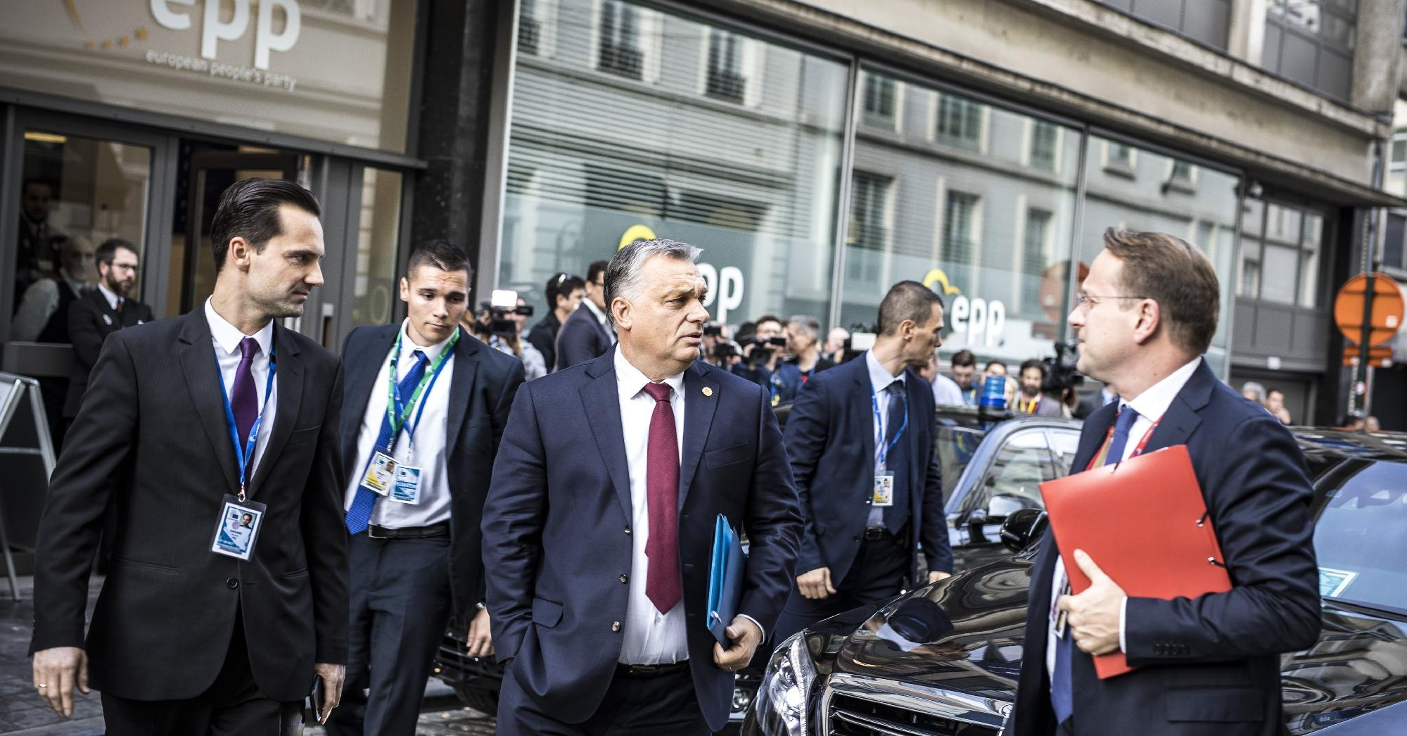 Mit hagy maga után Orbán?