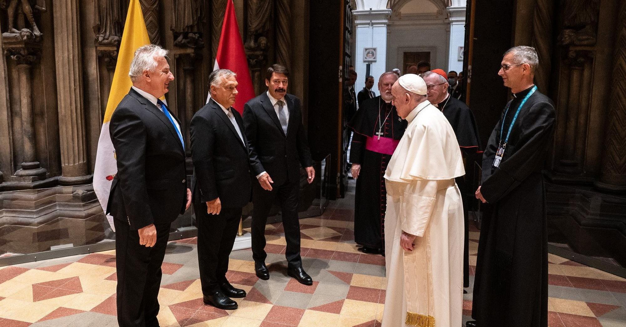 A pápa elkerülhetetlen protokollnak tekintette az Orbánnal való találkozást